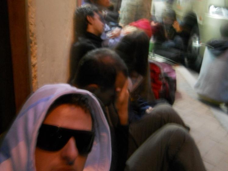 4:30 da madruga na fila do bus para Machu Picchu
