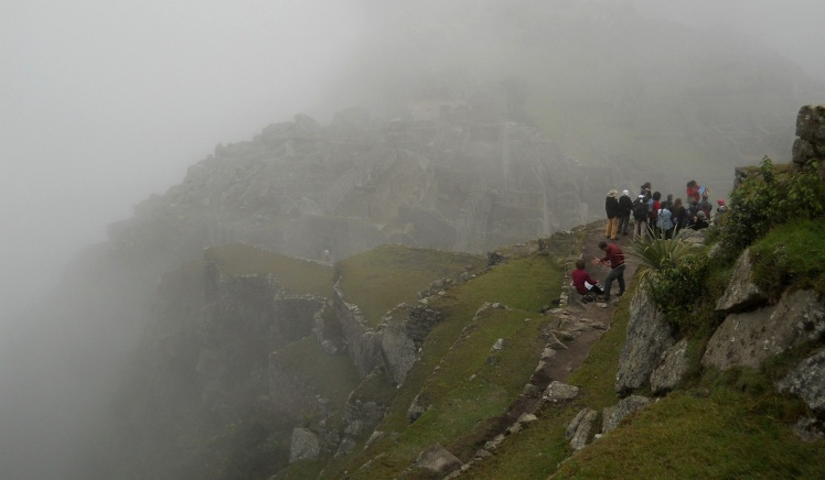 Machu Picchu se mostrando aos poucos