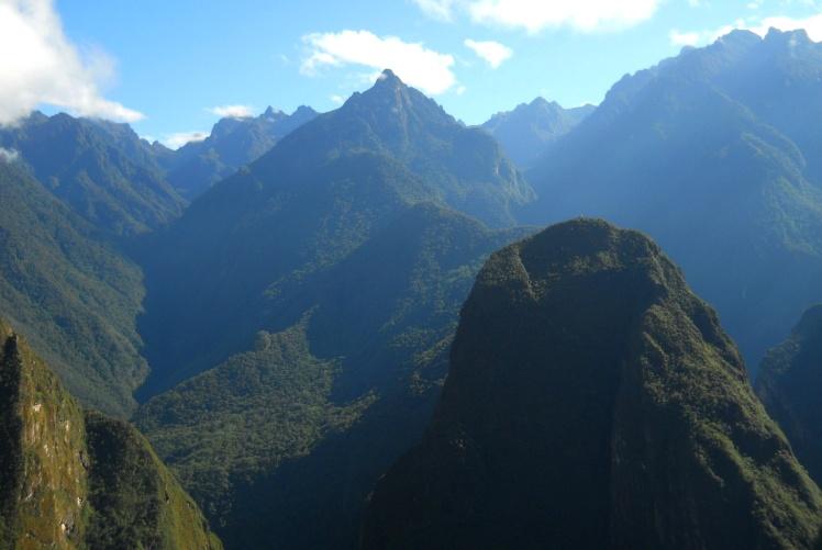 Visual das montanhas ao redor de Machu Picchu