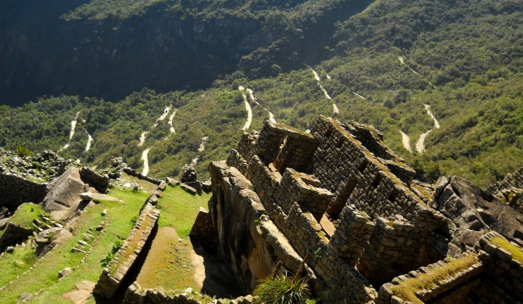 Estrada por onde os bus sobem a Machu Picchu