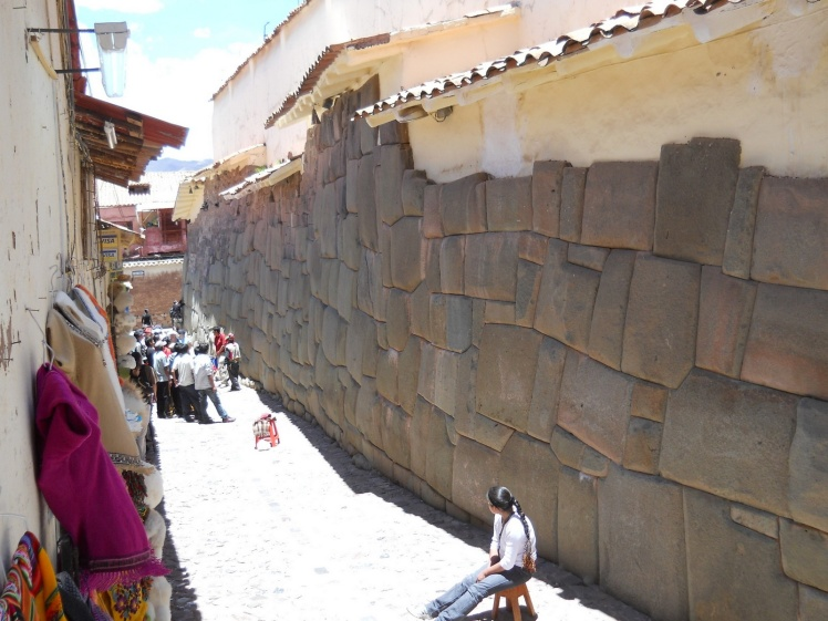Contruções feitas sobre os muros Inca