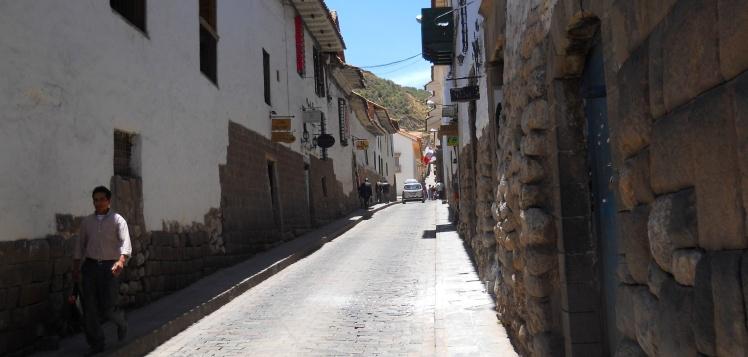 Construções de Cuzco sobre os muros Inca