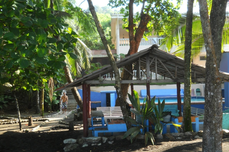 Patio do hotel, na beira da praia -  Playa Hermosa