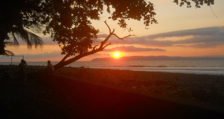Pavones - por do sol lá em Cabo Matapalo