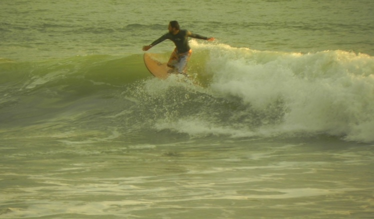 Denis surfando Playa Carmen