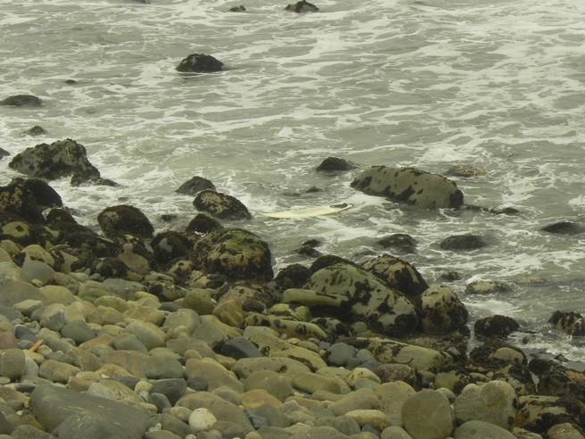 Arrebentar o leash em Punta Rocas é roubada total ... é prancha nas pedras e saída do mar na remada ...