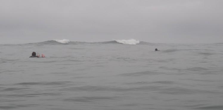 A longa remada no canal até a bancada de Punta Rocas