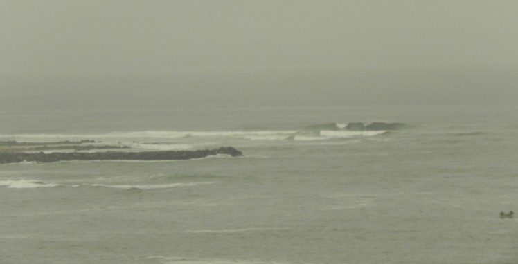 Bancada de Punta Rocas vista do Surf Camp (26x de zoom...)