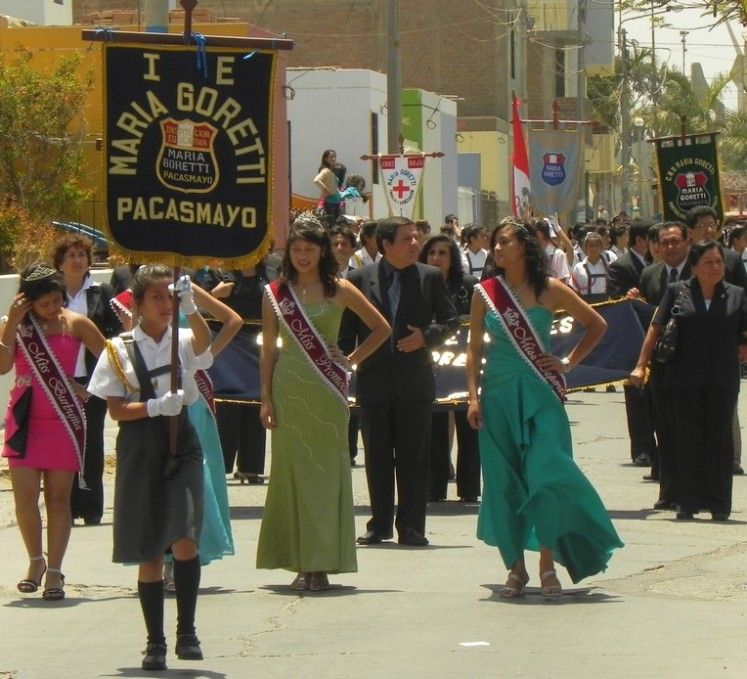Desfile cívico em Pacasmayo