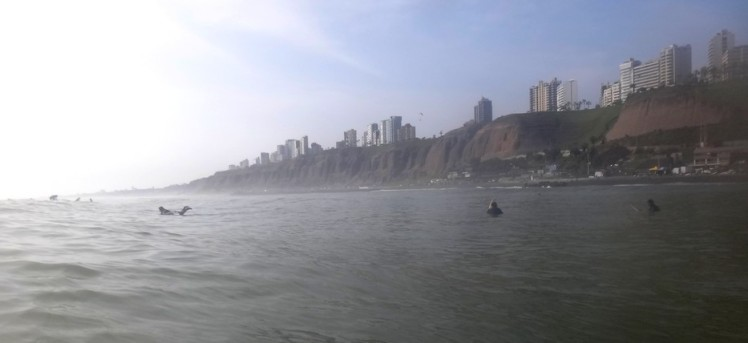 Cliff de Miraflores visto do mar em Makaha ..