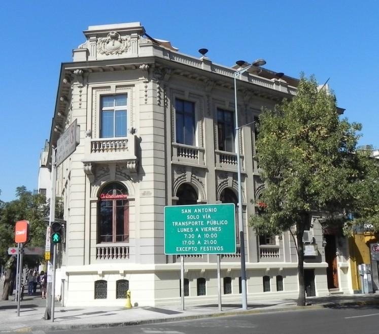 Hostel CasAltura, onde estive hospedado, no Centro de Santiago. Tranquilo e boa vibe.