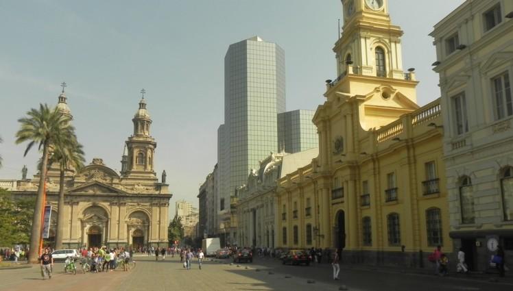Plaza de Armas - o marco zero onde Santiago del Nuevo Extremo foi fundada em 1541 pelo espanhol Pedro de Valdívia