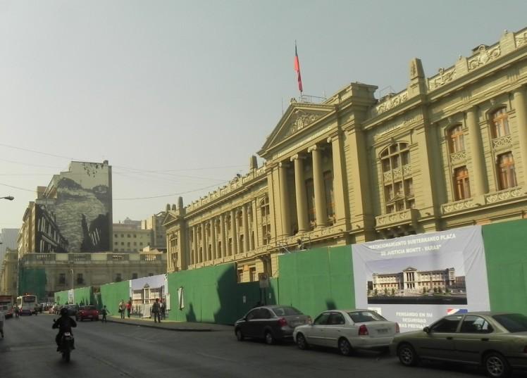 Palácio da Justiça e o Museo de Arte Precolombino ao fundo