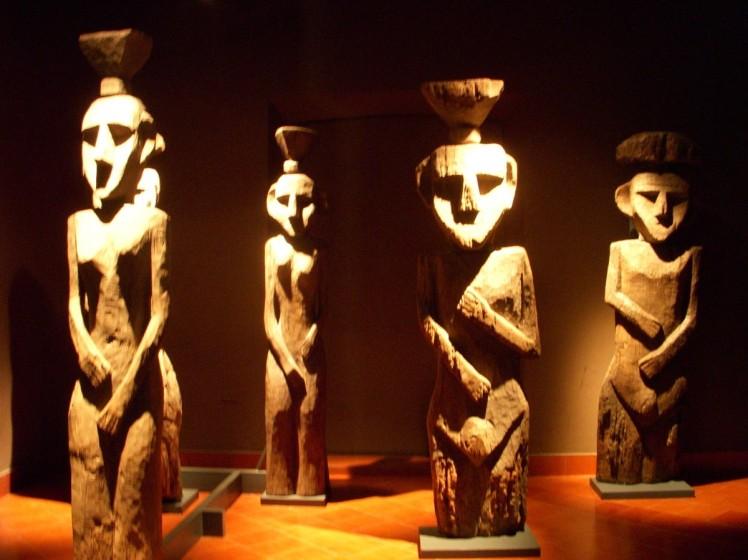Museo de Arte Precolombino - Ele guarda uma coleção impressionante de peças de arte e utensílios de dezenas de povos indígenas de toda a América Latina, que dominavam o território antes da chegada dos espanhóis.