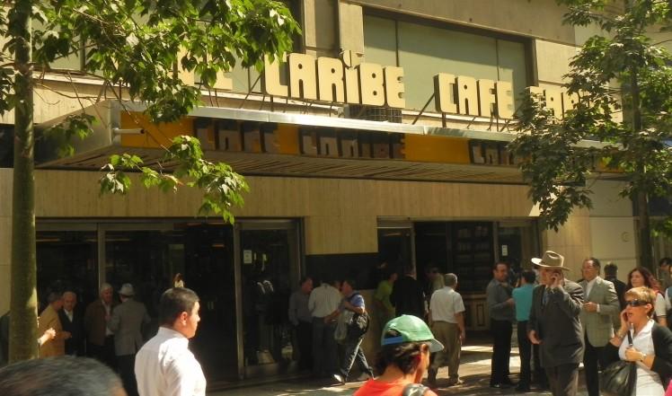 """Outro famoso """"Café con piernas"""" - Cafe Caribe"""