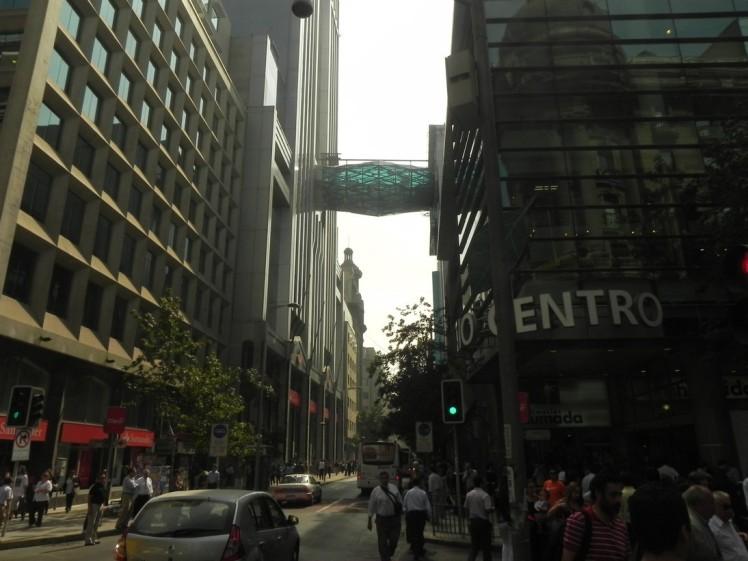 Centro de Santiago, o velho e o moderno misturados ..