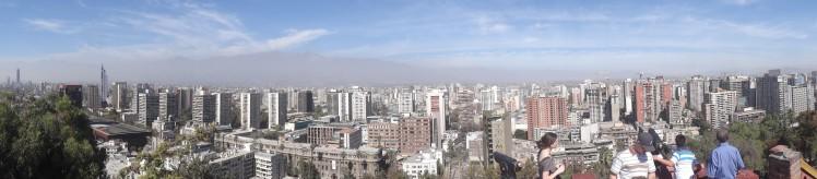 Panormico do Cerro Santa Lucia - Do cume tem-se uma idéia de como Santiago fica cercada de montanhas por quase todos os lados, e da distribuição dos bairros em relação ao centro.