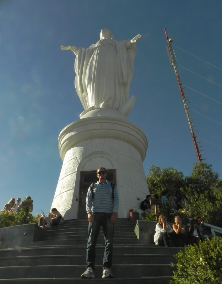 Santuario Inmaculada Concepción, bem no topo da colina, onde está a estátua da santa e uma capela concorrida