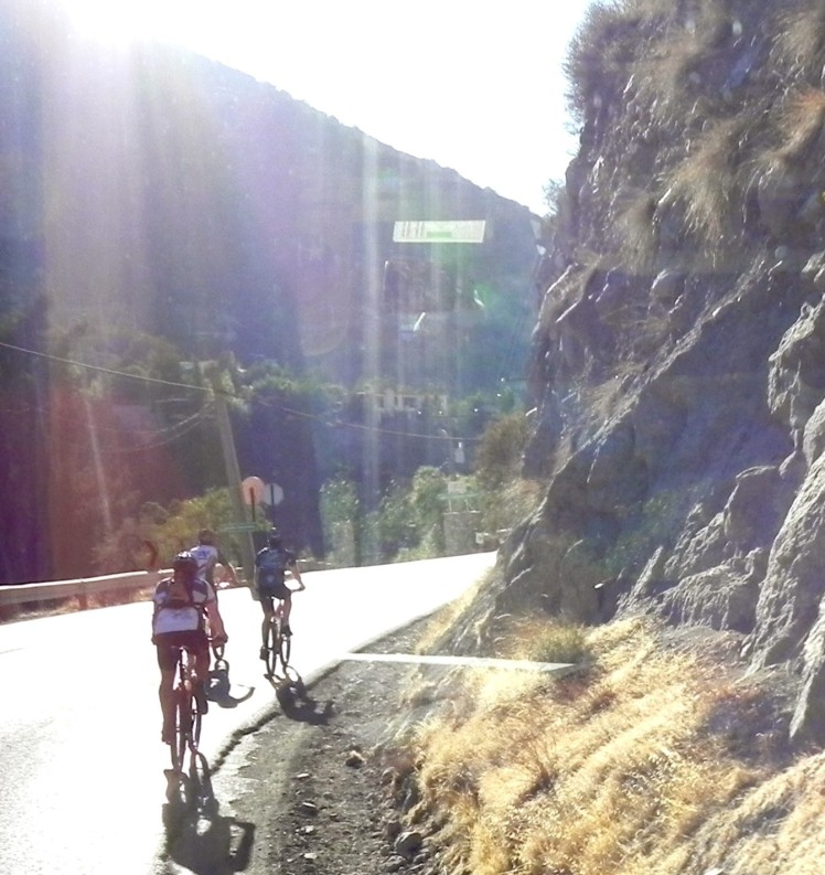 Bikers subindo a cordilheria