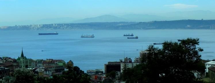 Valparaiso e Viña la no fundo..
