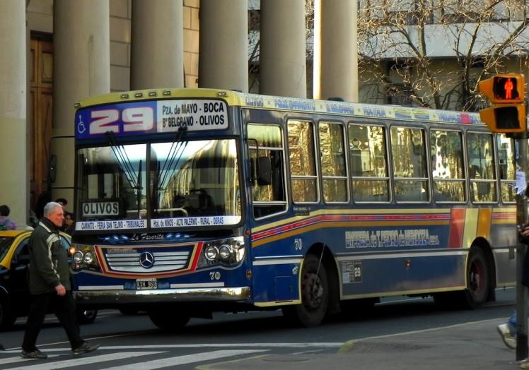 A famosa Linea 29, que liga La Boca a Los Olivos