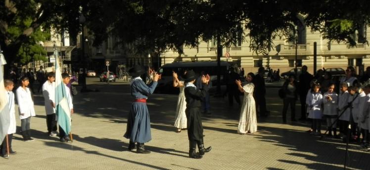 Gauchos na Plaza General San Martin no Retiro