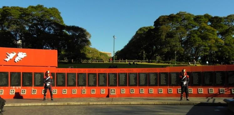 Plaza General San Martin - Memorial aos mortos nas Ilhas Malvinas