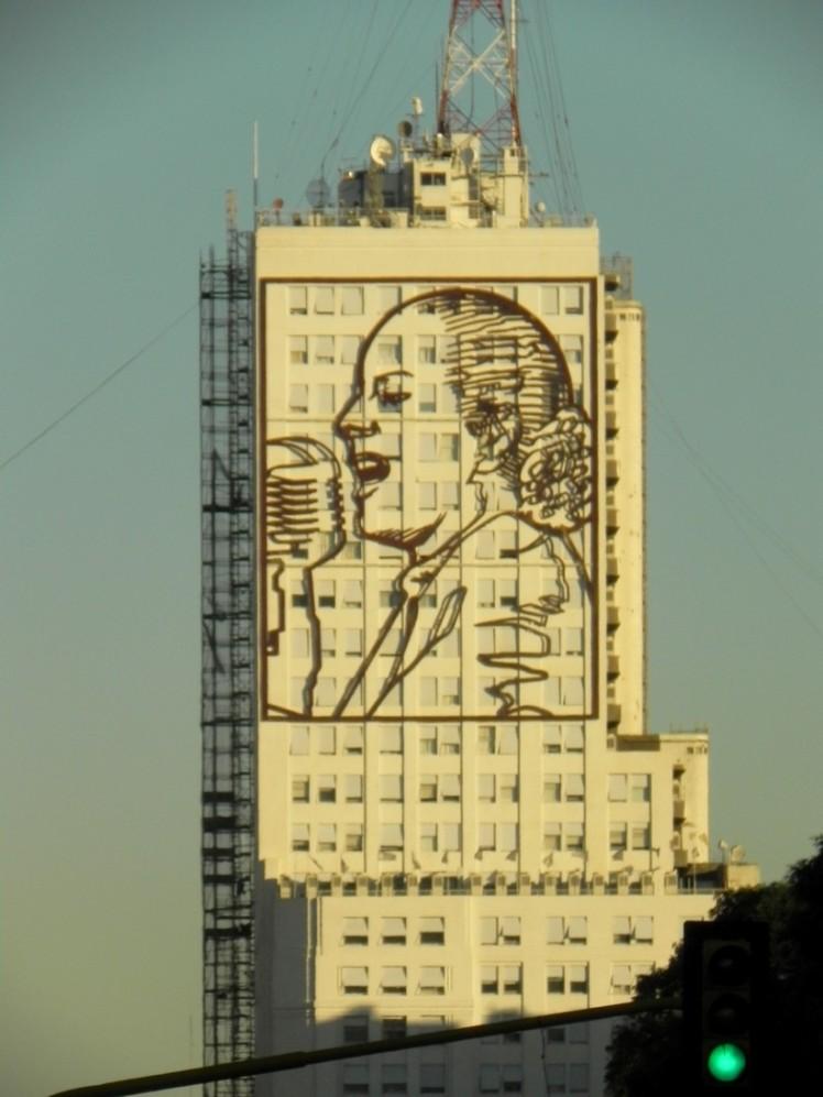 Imagem da Evita em prédio na 9 de julio