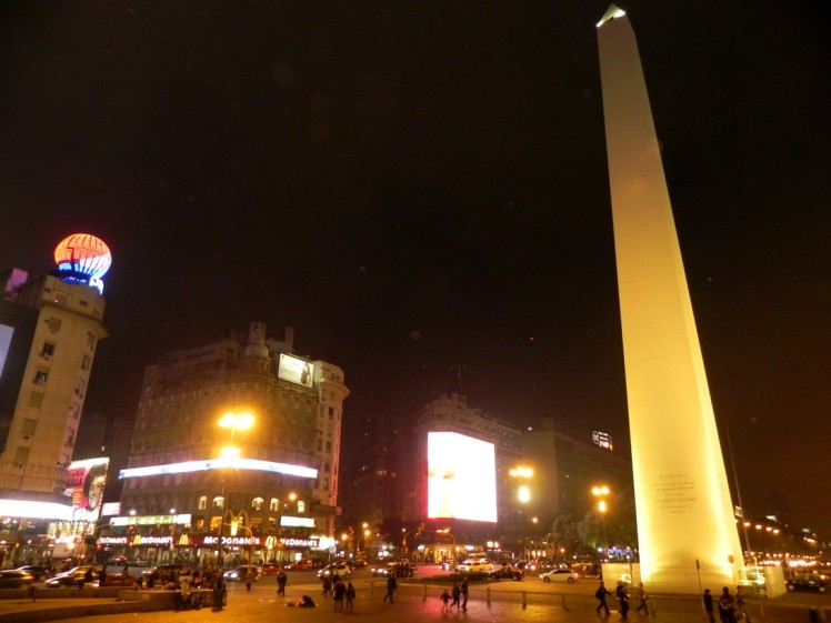 Obelisco à noite