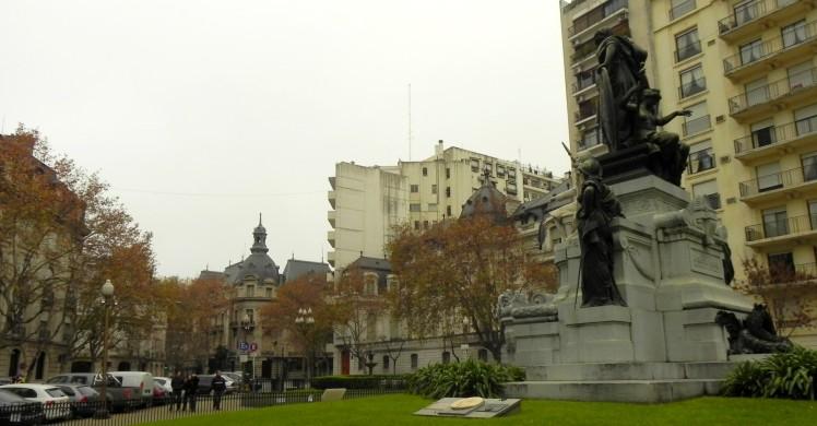 Plaza Carlos Pelegrini
