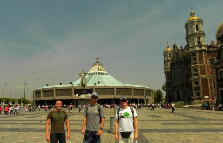 Basílica de Guadalupe - A nova igreja ao fundo
