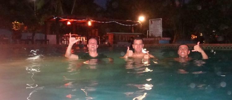 Relaxando na piscina do hotel - Puerto Escondido