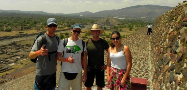 João, Andrei, Luis Cláudio e Ana na Pirâmide do Sol