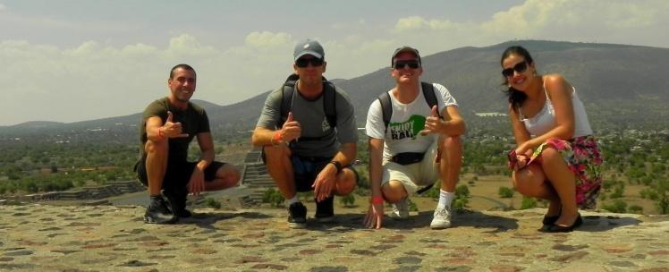 Luis Cláudio, João, Andrei e Ana na Pirâmide do Sol