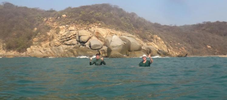 João e Tiburón em Barra De la Cruz