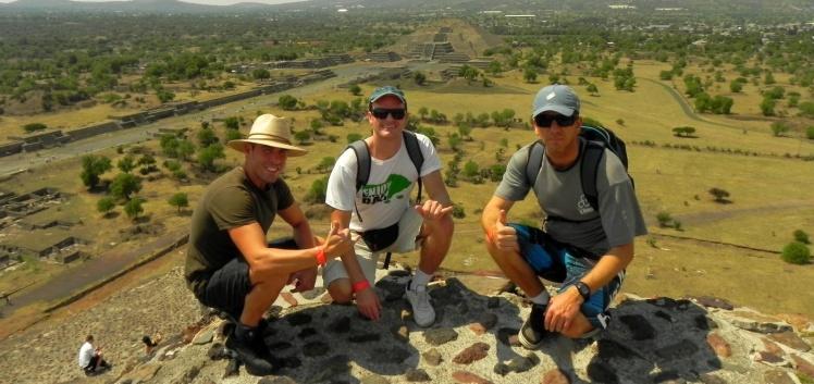 Luis Cláudio, Andrei e João na Pirâmide do Sol