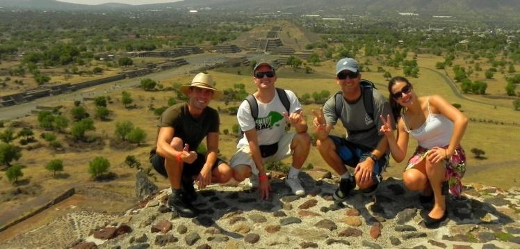 Luis Cláudio, Andrei, João e Ana na Pirâmide do Sol - Teotihuacán