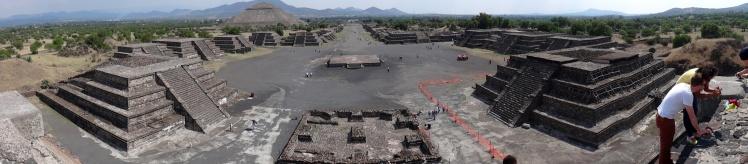 Panorâmica de Teotihuacán desde a Pirâmide da Lua