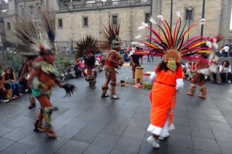 Apresentação íipica no Zócalo
