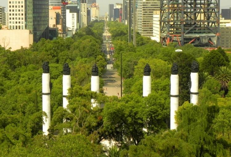 Visual do Parque Chapultepec desde o castelo - Ao fundo o Paseo La Reforma, a Torre Maior e o Angel de la Independencia