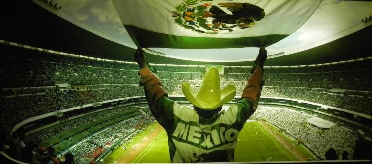 Painel no acesso aos vestiários - Estádio Azteca