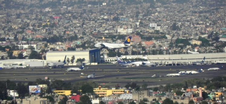 Aeroporto visto do Mirador Torre Latinoamericana