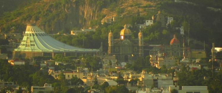 Basílica de Guadalupe vista desde o Mirador Torre Latinoamericana