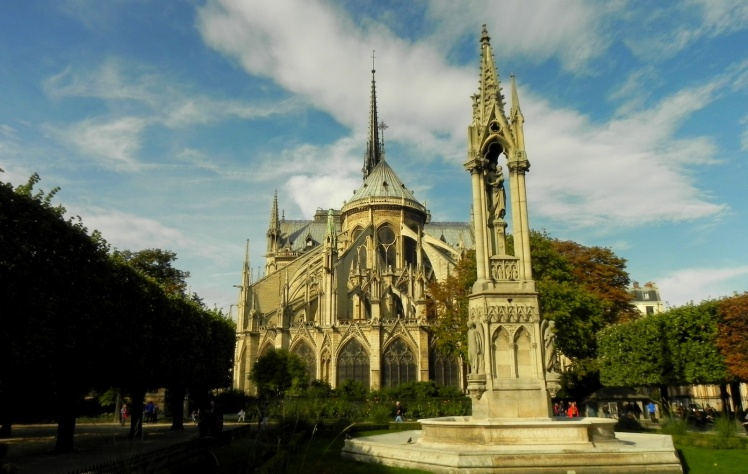Catedral de Notre-Dame vista dos fundos
