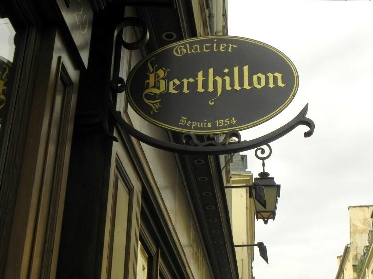 Berthillon, na Ile Saint-Louis, é considerado o melhor sorvete de Paris. Uma delícia !!!