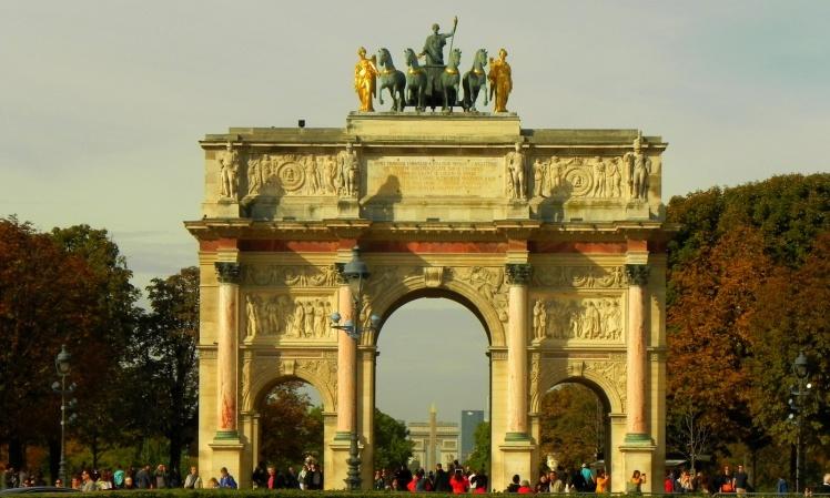 Arco do Triunfo do Carrossel - Alinhado perfeitamente ao obelisco da Place La Concorde, Champs-Elysées e Arco do Triunfo