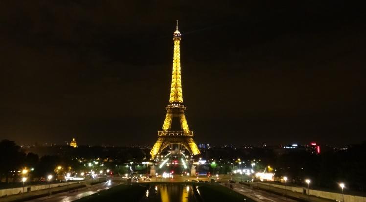 Torre Eiffel à noite