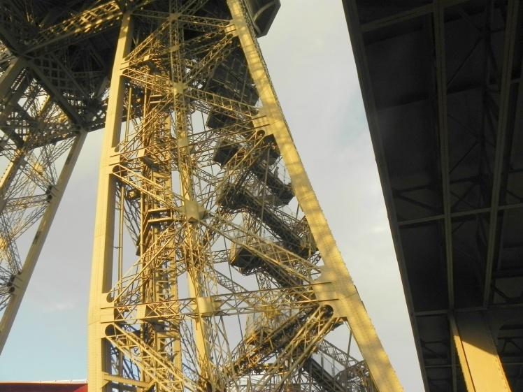 Escadarias - 1º nível da Torre Eiffel