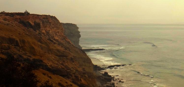 Surfing Africa - Quilômetros de point breaks desertos