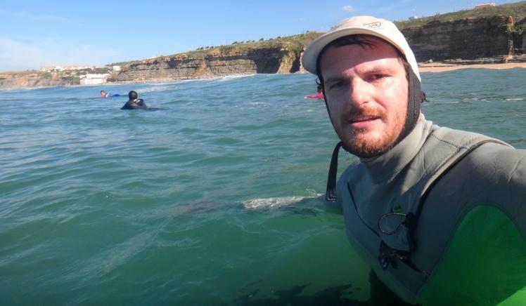 Surfe com baita visual do cliff de Ericeira